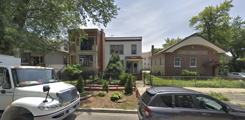 2121 W Barry Avenue
